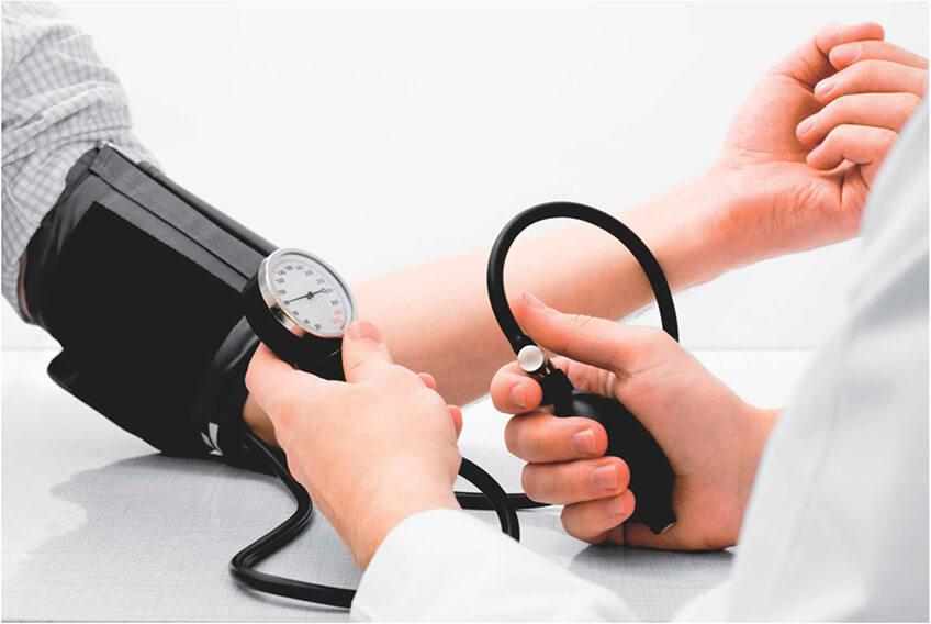 hemorroida sangrando: pressão arterial elevada pode aumentar as chances da doença